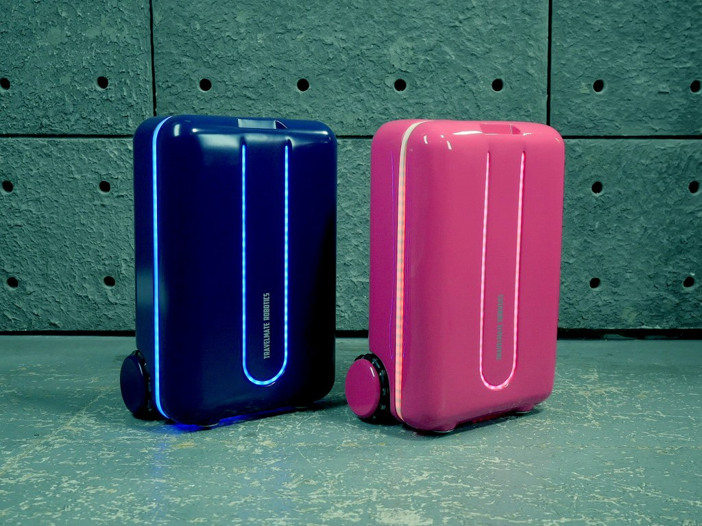 robot-suitcase-cr-travelmate